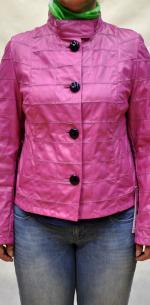 Короткая куртка для женщин большого размера из натуральной кожи.
